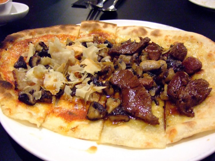 Valentine's-day-restaurant-venuerific-blog-CM-PB-restaurant-savoury-pizza
