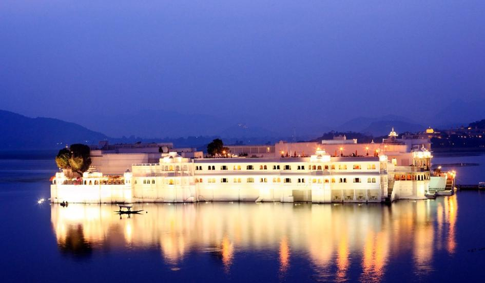 Most-amazing-spaces-venuerific-blog-taj-lake-palace-hotel-india-lighted-up