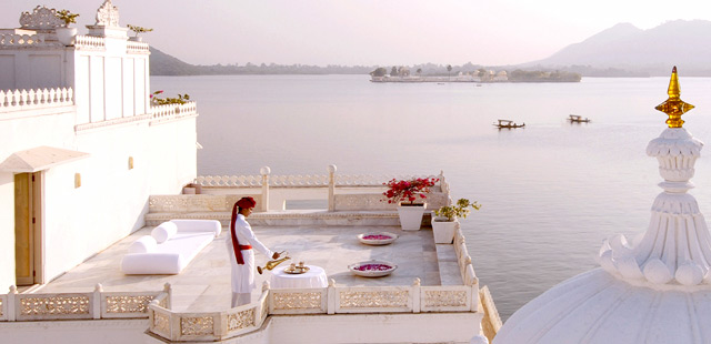 Most-amazing-spaces-venuerific-blog-taj-lake-palace-hotel-india-pretty-scenery