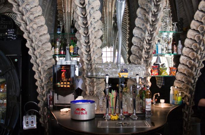 amazing-restaurant-bar-interior-design-6