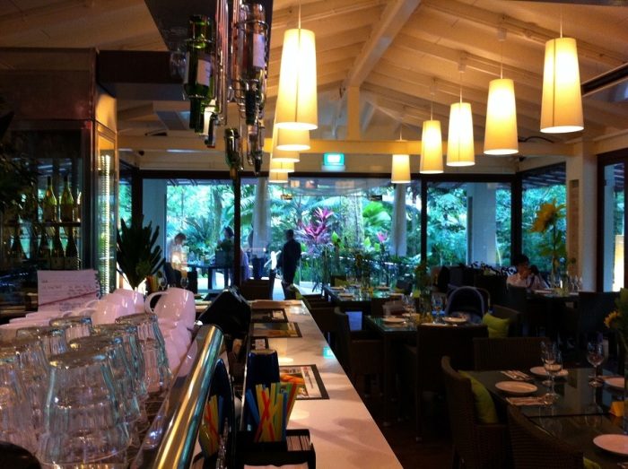 Romantic-restaurant-venuerific-blog-cornerstone-restaurant-elegant-interior