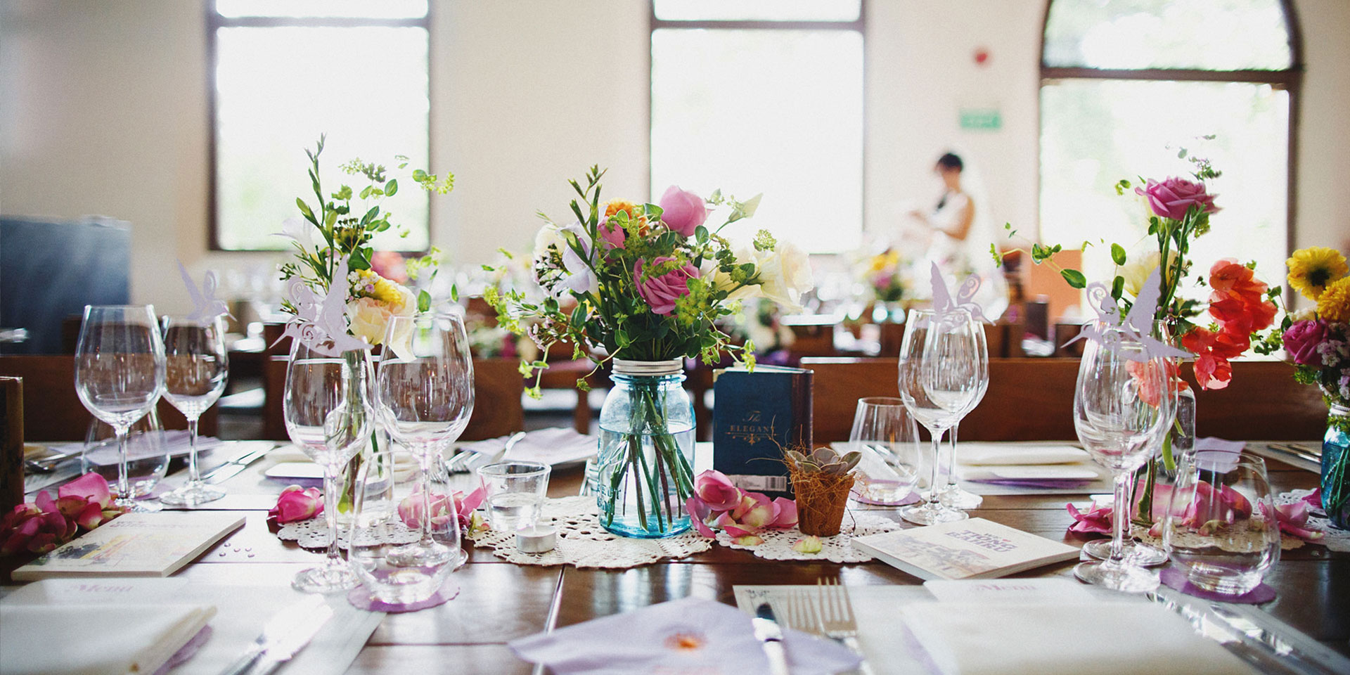 perfect-wedding-venue-singapore-venuerific-blog-the-white-rabbit-table-setup