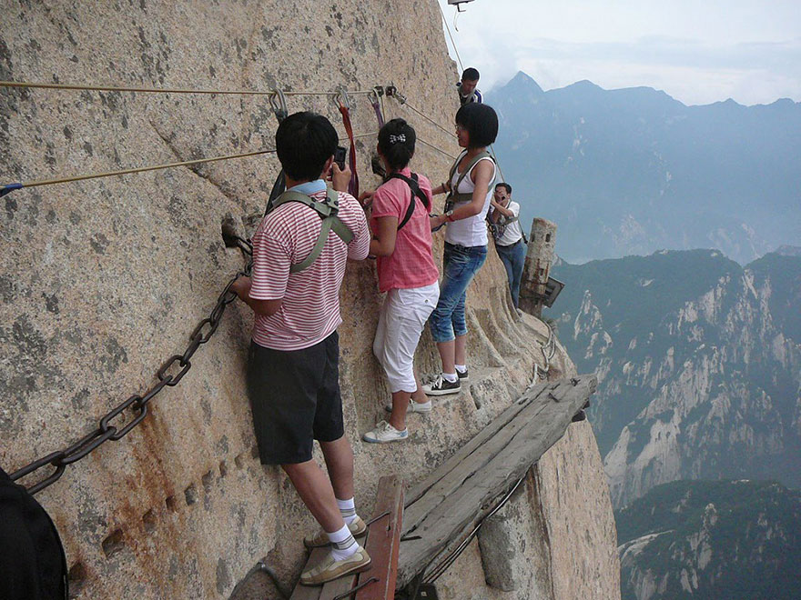 Most-amazing-spaces-venuerific-blog-mt-hua-shan-restaurant-china-rock-climbing