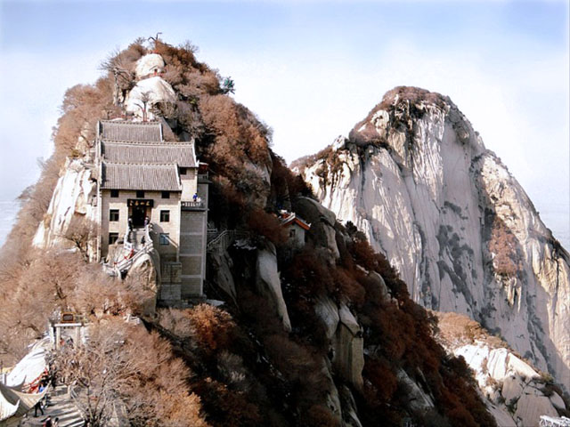 Most-amazing-spaces-venuerific-blog-mt-hua-shan-restaurant-china