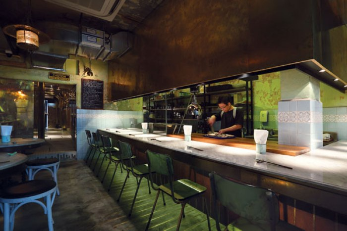 unlisted-collection-venuerific-blog-bincho-yakitori-bar-area