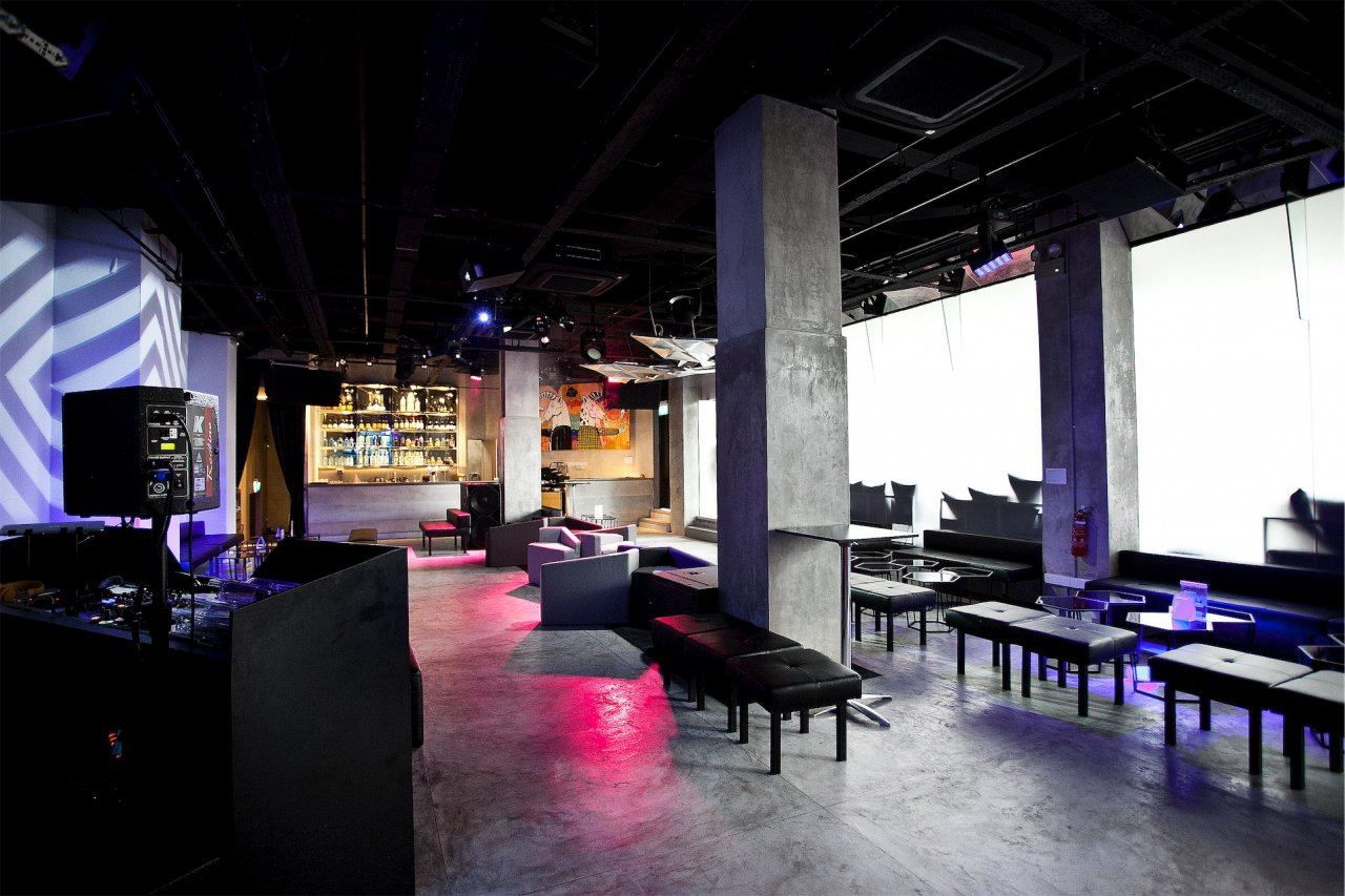 Unconventional-prom-venues-venuerific-blog-canvas-singapore-meeting-space