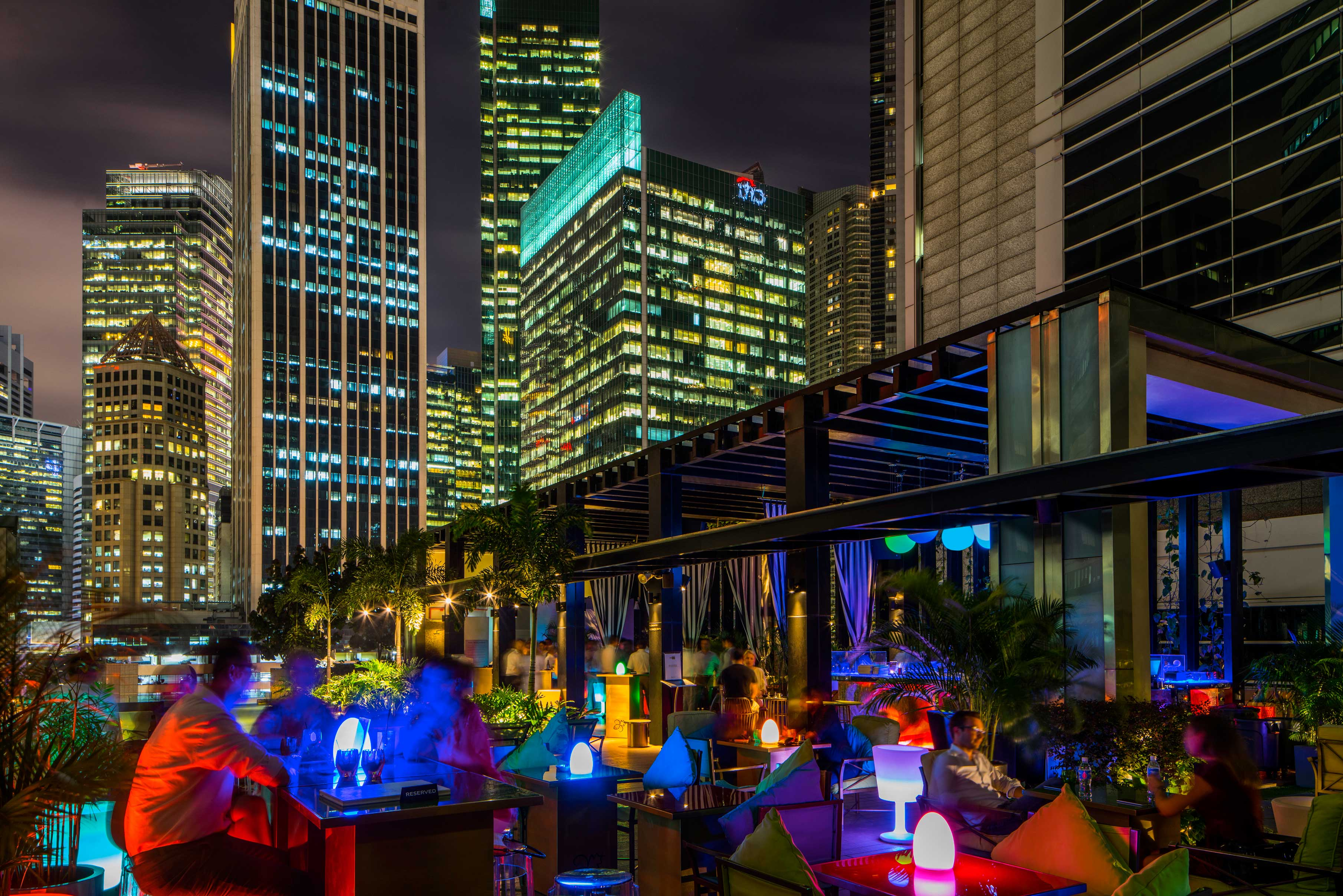 Swimming-pool-party-venuerific-blog-hi-so-rooftop-bar-night
