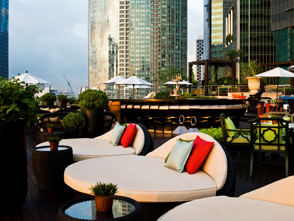 rooftop-Lantern-bar-event-Space-pool-party-Singapore