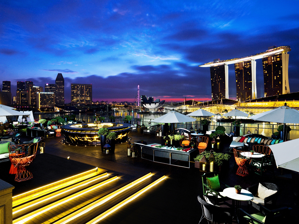 Swimming-pool-party-venuerific-blog-lantern-rooftop-bar-marina-bay-sands