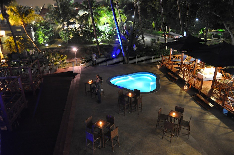 Unconventional-prom-venues-venuerific-blog-Mambo-Beach-Club-pool