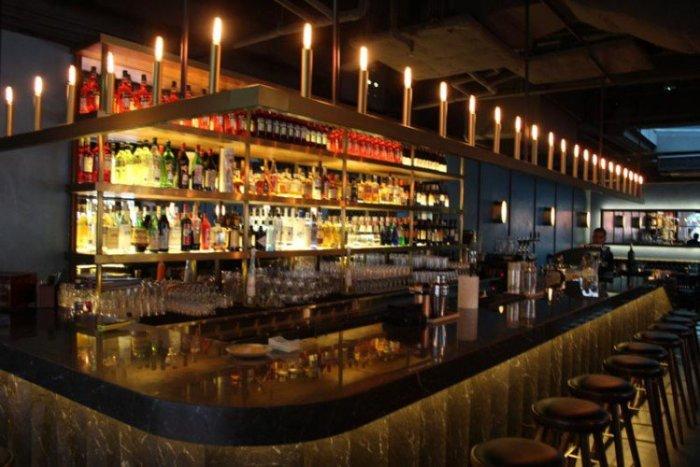 best-lunch-deals-singapore-venuerific-blog-&sons-bar-area