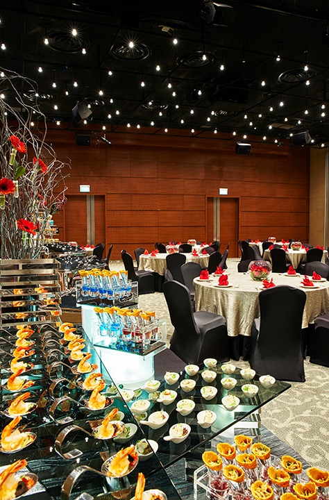 Unconventional-prom-venues-venuerific-blog-The-Star-Gallery-conference-hall