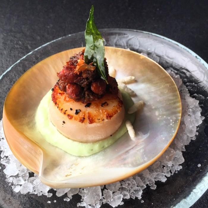 Singaporean-Fusion-Food-venuerific-blog-wild-rocket-scallop-food
