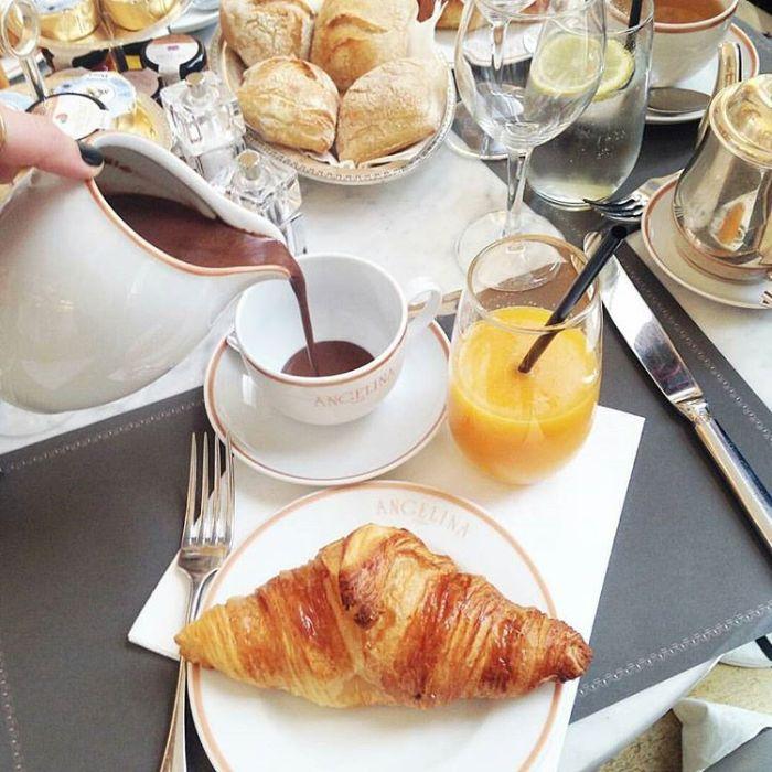 Dessert-Cafes-venuerific-blog-angelina-dessert-with-drinks