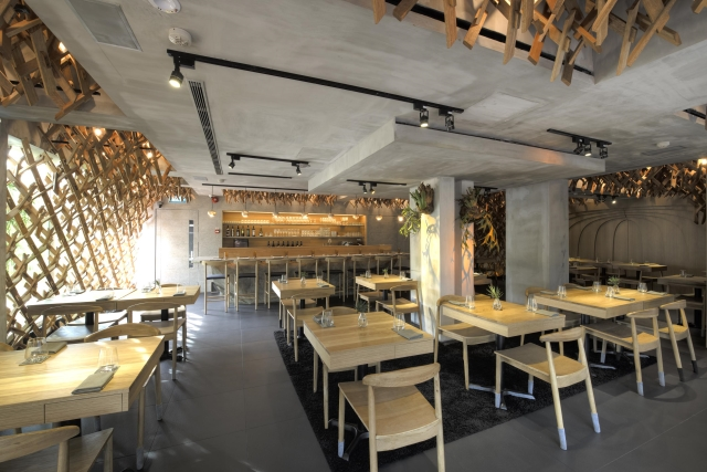 Singaporean-Fusion-Food-venuerific-blog-wild-rocket-interior