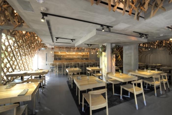 Singaporean-Fusion-Food-venuerific-blog-wild-rocket-interior