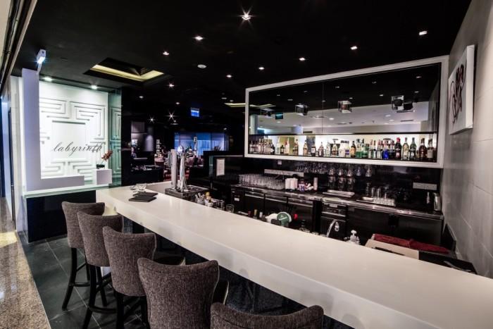 Singaporean-Fusion-Food-venuerific-blog-restaurant-labyrinth-interior