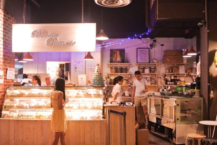 Dessert-Cafes-venuerific-blog-bonheur-patisserie-storefront