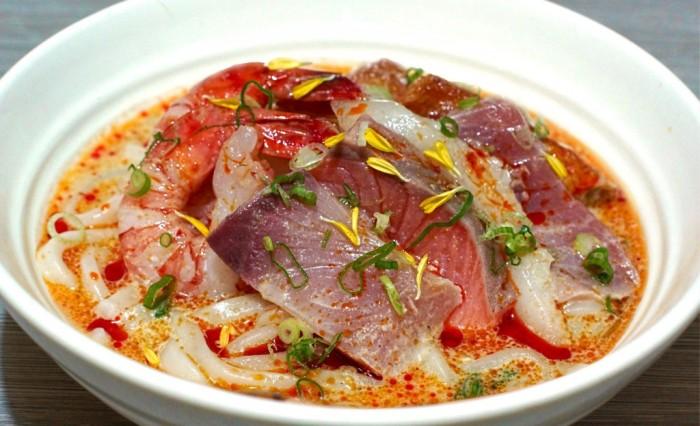 Singaporean-Fusion-Food-venuerific-blog-reddo-sushi-laksa