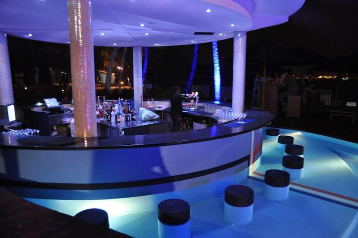 glamourous-f1-party-venuerific-blog-Mambo-Beach-Club-Pool-Bar