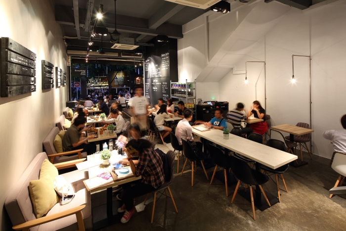 Singaporean-Fusion-Food-venuerific-blog-everything-with-fries-interior