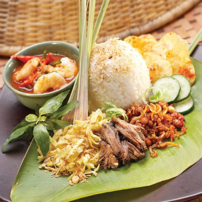 indonesian traditional food served on the table