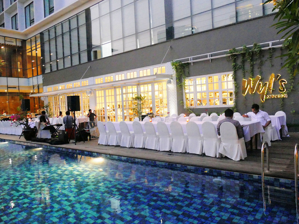 Best-pool-venues-venuerific-blog-Wyl's-Kitchen-event-wedding