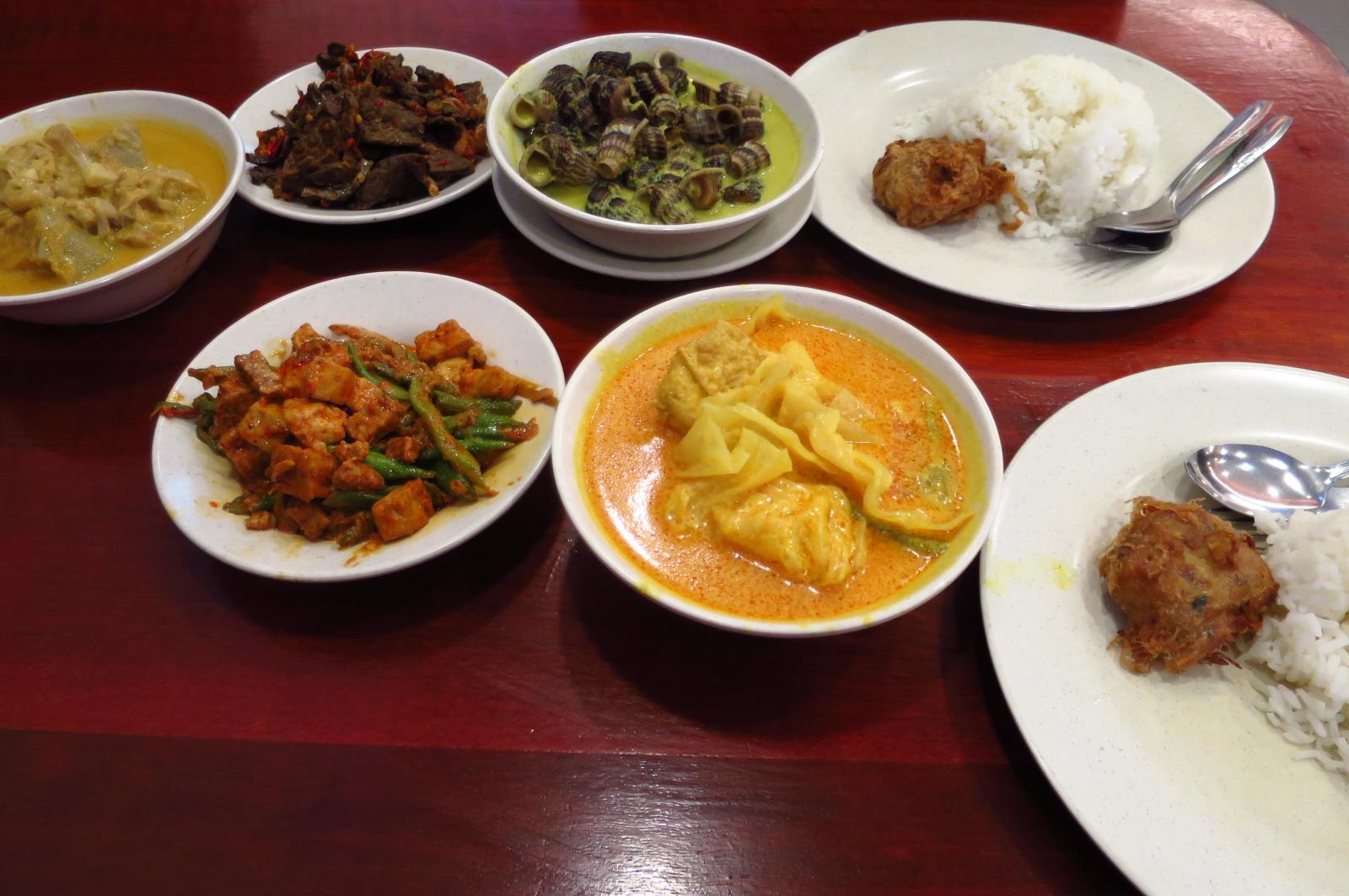 Makan-places-ramadan-venuerific-blog-hajah-maimunah-dishes