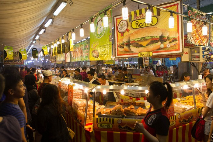 Makan-places-ramadan-venuerific-blog-bazaar-geylang-ramly-burger