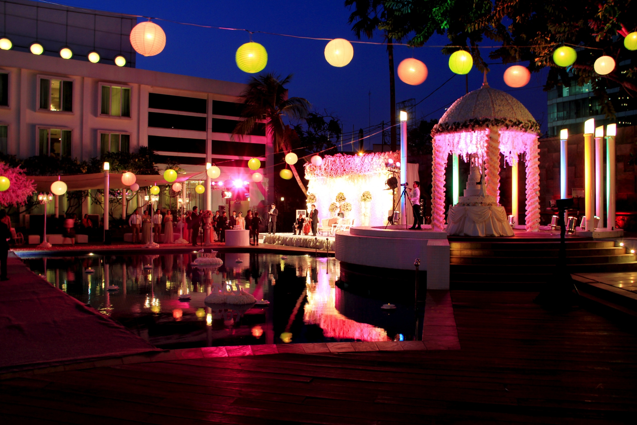 Best-pool-venues-venuerific-blog-vibar-poolside-wedding