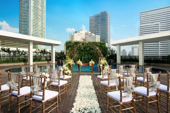 Poolside-at-mandarin-oriental-best-venue-for-wedding