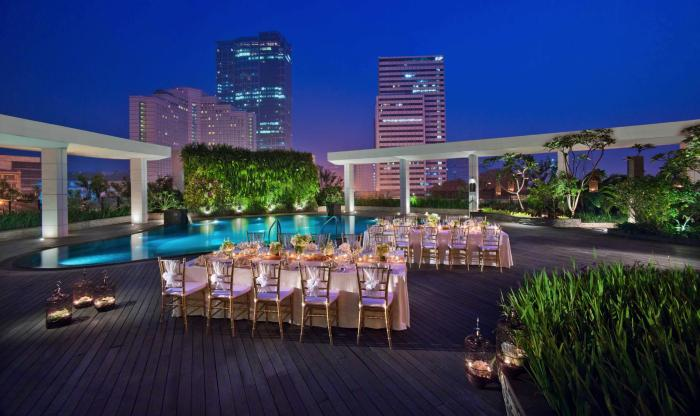Best-pool-venues-venuerific-blog-mandarin-oriental-night
