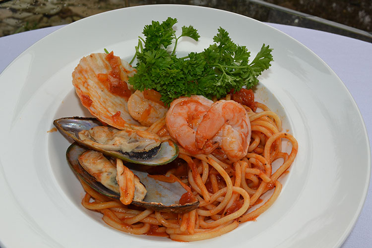 best-seafood-restaurants-singapore-venuerific-blog-sea-scent-seafood-spaghetti