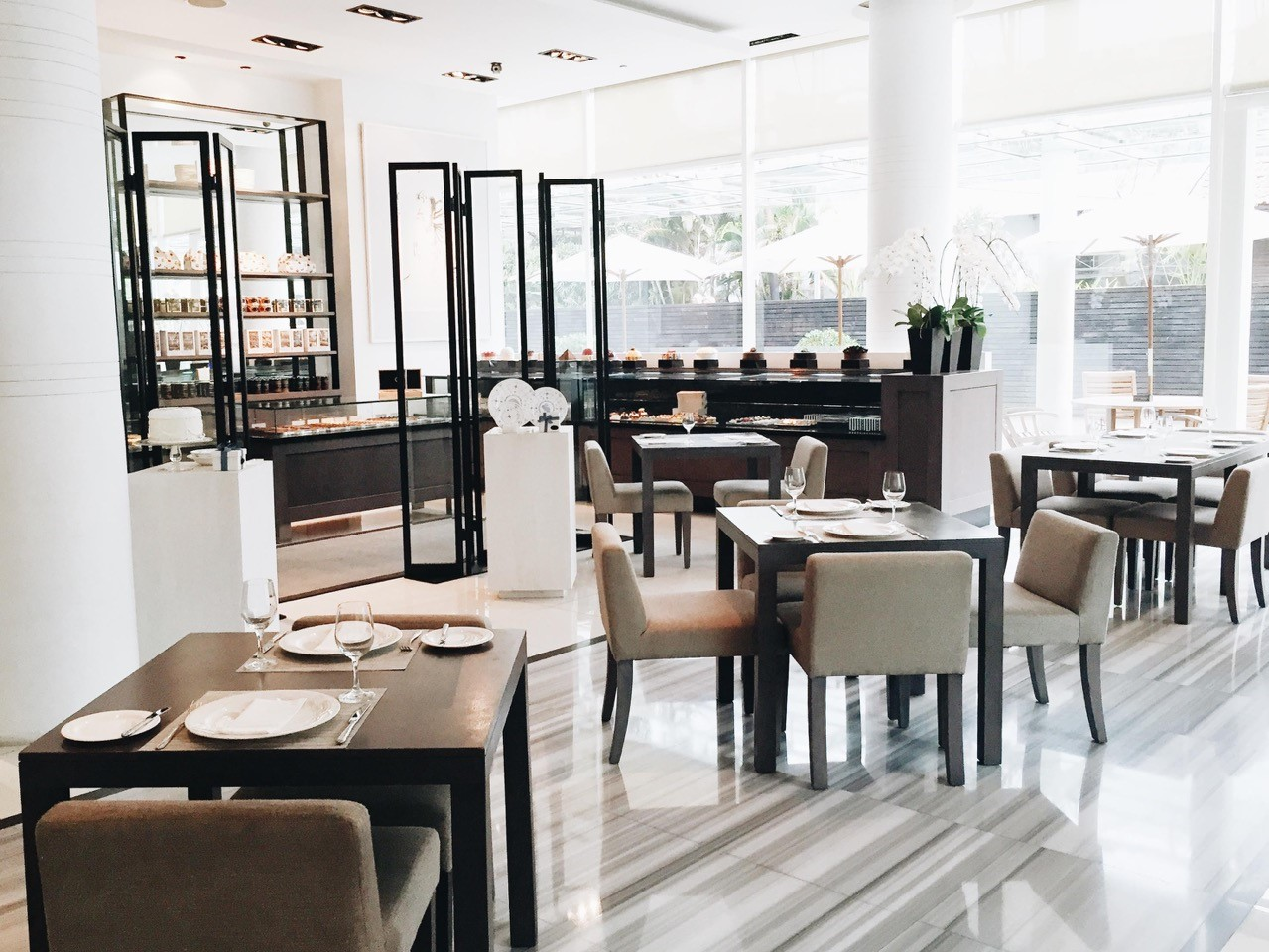 Lunch-deals-venuerific-blog-huize-van-wely-kemang-interior