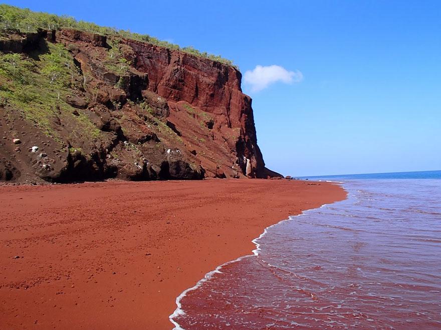 10-red-sand-beach-rabida-galapagos