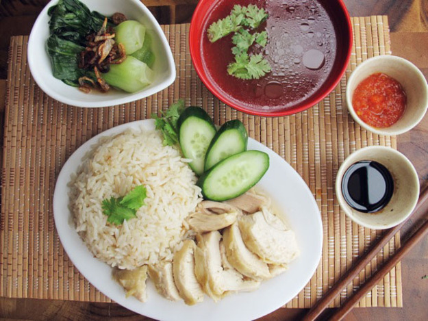 Popular-street-food-venuerific-blog-Hainanese-chicken-rice
