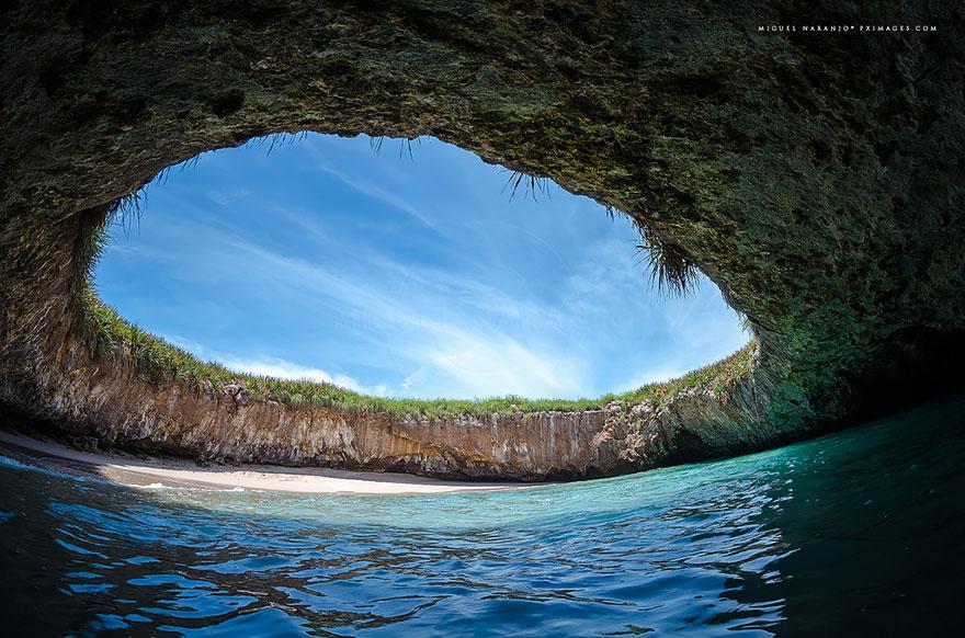 3-hidden-beach-in-marieta-dailymail-co-u