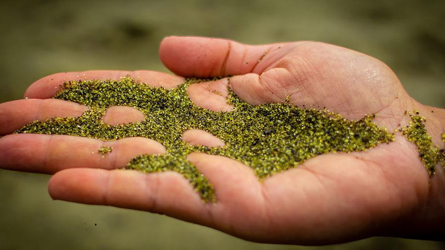 7-papakolea-green-sand-beach-hawaii-paradisepin-com