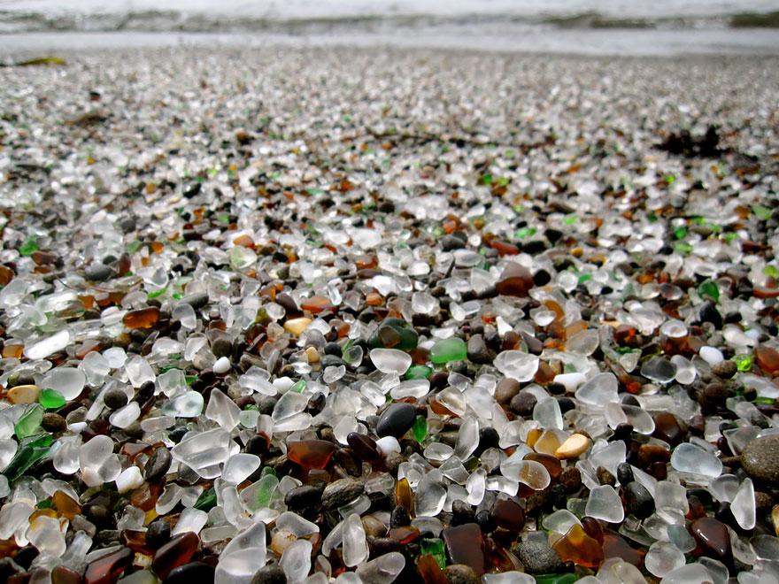 strangest-beaches-venuerific-blog--glass-beach-california
