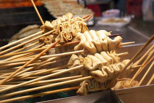 Fishcake-soup.Popular-street-food-venuerific-blog-eomuk