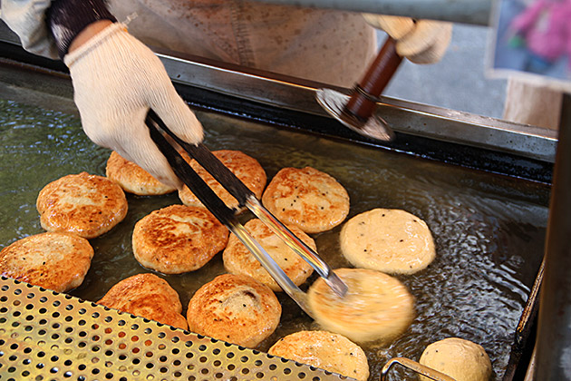 Popular-street-food-venuerific-blog-hotteok